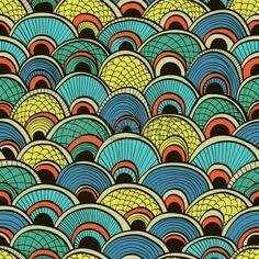 Fondo transparente azul abstracto dibujado a mano con escamas de pez adornadas photo