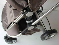Sistema modular 3 en 1 compuesto por chasis, silla, capazo y silla grupo 0+ para el coche  Sistema de plegado muy sencillo y compacto.  Se puede plegar con la silla puesta Cuadro de aluminio muy ligero con tubos hexagonales de alta resistencia. Sólido manillar regulable en altura, se maneja muy fácilmente con una mano Asiento reclinable en 4 posiciones.  Asiento reversible, se puede orientar hacia delante o hacia atrás.  Cinturón de seguridad de 5 puntos.  Apoyabrazos delantero desmontable…