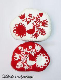Hungarian Folk Art Motifs Painted On Stones Pebble Painting, Stone Painting, Rock Painting, Painted Rocks, Hand Painted, Round Design, Stone Art, Rock Art, Traditional Art
