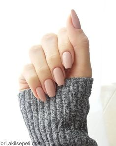 + Ideas for Nude Nails Designs - Gorgeously Chic Hands simple powder pink nude nails, with squoval shape, on a hand with folded fingers, in a long grey knitted sleeve Nail Shapes Squoval, Acrylic Nail Shapes, Squoval Acrylic Nails, Neutral Acrylic Nails, Gel Nails Shape, Oval Nails, Pink Nails, Pink Manicure, Hair And Nails