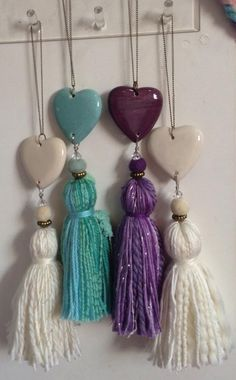 Borlas How To Make Tassels, Diy Keychain, Diy Tassel, Beaded Garland, Bijoux Diy, Diy Arts And Crafts, Yarn Crafts, Beaded Jewelry, Scrapbook