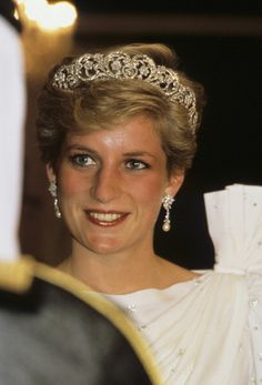Diana, Princess of Wales wearing the Spencer Tiara and a dress designed by the Emanuels at a State Banquet in Bahrain, Nov. 1986
