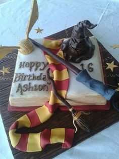 The most creative cakes that are too cool to eat - harry potter spell book Harry Potter Spell Book, Bolo Harry Potter, Gateau Harry Potter, Harry Potter Birthday Cake, Harry Potter Food, 21st Cake, Harry Potter Baby Shower, Novelty Cakes, Cute Cakes