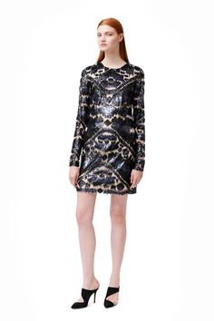 See the complete Monique Lhuillier Pre-Fall 2014 collection.
