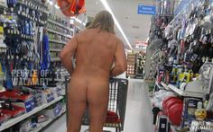 People Of Walmart - Funny Pictures of People Shopping at Walmart . Walmart Funny, Only At Walmart, People Of Walmart, Walmart Pictures, Funny People Pictures, Funny Images, Bing Images, Wallmart People, Walmart Shoppers