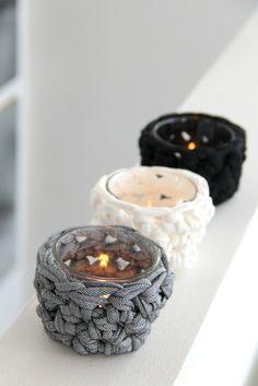 Häkelanleitung: Teelichtglas mit einer Häkelnote, umhekältes Teelichtglas, Dekoration / diy crocheting instruction: candle with crochet thread, decoration by knobz via DaWanda.com