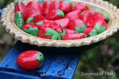 Make a strawberry pie water feeder for birds, bees, and butterflies. Diy Garden Projects, Diy Craft Projects, Diy Crafts, Garden Ideas, Craft Ideas, Painted Rocks, Hand Painted, Strawberry Pie, How To Attract Birds