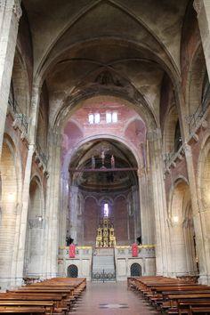 San Michele Maggiore (inside), Pavia, Italy