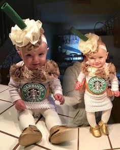 Lots of inspiration, diy & makeup tutorials and all accessories you need to create your own DIY Starbucks Costume for Halloween. Starbucks Halloween Costume, Cute Baby Costumes, Halloween Bebes, Baby Girl Halloween Costumes, Family Halloween, Baby Costumes For Girls, Mother Daughter Halloween Costumes, Costumes Kids, Halloween Ideas