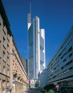 Norman Foster | The Pritzker Architecture Prize - Commerzbank Headquarters, Frankfurt, Germany, 1997