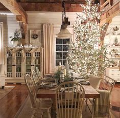 easy and cheap christmas decoration ideas for your dining room comfort 3 ~ thereds. Decoration Christmas, Farmhouse Christmas Decor, Country Christmas, Holiday Decor, Merry Little Christmas, Cozy Christmas, Christmas Holidays, Cottage Christmas, Cheap Christmas