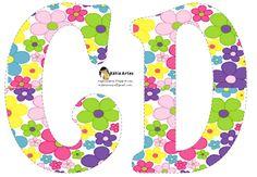 Alfabeto con flores en colores vivos.