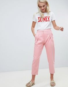 Order River Island tapered pants in pink online today at ASOS for fast delivery, multiple payment options and hassle-free returns (Ts&Cs apply). Get the latest trends with ASOS. Pink Pants Outfit, Blazer Outfits Casual, Trouser Outfits, New Outfits, Fashion Outfits, Fashion 2018, Work Outfits, 90s Fashion, Spring Fashion