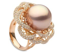 Yoko London: Pink Pearl Flower Ring A pink freshwater pearl is nestled at the center of this flower ring, featuring diamond-lined petals. Pearl Diamond, Pearl Ring, Pearl Jewelry, Diamond Jewelry, Jewelry Box, Jewelry Rings, Jewelry Accessories, Fine Jewelry, Jewelry Design