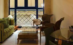 El Telégrafo es el hotel más antiguo de Cuba, y abrió sus puertas al público alrededor de 1860, unos años después de fundada la primera estación de telégrafo en el país, en la que se inspira el nombre del hotel. En 1888 el hotel se movió hacia su actual ubicación y hacia 1914 todas las habitaciones del hotel y el restaurante presumían de teléfonos que brindaban a los huéspedes servicios de llamadas nacionales e internacionales, en una época en que hasta los baños públicos eran una novedad.