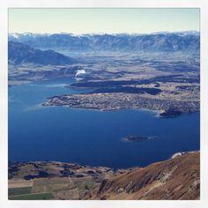 [Nouvelle-Zélande] Wanaka (sur l'Ile du Sud), vue de haut, depuis la célèbre et photogénique randonnée « Roys Peak » de 16 kms. Un bon dénivelé de 1200m mais la vue spectaculaire au sommet vaut le coup ! Avez-vous déjà fait cette randonnée ? . . . . #Otago #Wanaka #RoysPeak #wanderlustnz #montagnes #AlpesduSud #NZ #montagne #randonnée #sentier #voyageur#RevezMaintenantPartezPlusTard #Voyage #Oceanie #AntipodesTravel #NouvelleZelande #NewZealand #PicOfTheday #PhotoDuJour #NZMustDo… River, Natural, Outdoor, Instagram, New Zealand, Mountains, Pathways, Wayfarer, Australia