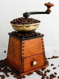Antique H.S. GARANTIRT WIEN Coffee Grinder door Brocantestore2013