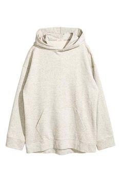 Camisola oversize: Camisola oversize em tecido moletão com capuz forrado. Tem…
