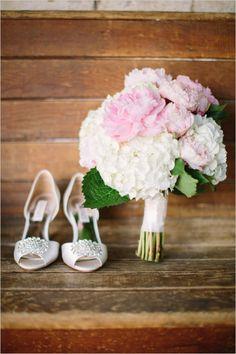Bride: simple hydrangea and peony bouquet