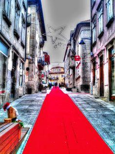 Boa noite :D A rua 25 de Abril em Arcos de #Valdevez a maio da tarde fria e chuvosa de hoje. - http://ift.tt/1MZR1pw -