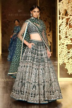 Then you are going to love these brand new lehenga styles. From bow on the back to bell sleeves + a pocket on a lehenga. Lehenga Choli Wedding, Designer Bridal Lehenga, Lehenga Style, Indian Bridal Lehenga, Party Wear Lehenga, Indian Wedding Outfits, Indian Outfits, Indian Clothes, Desi Clothes