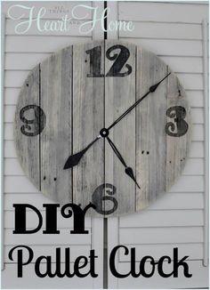 DIY Wood Crafts: DIY Pallet Clock {A DIY Home Decor}