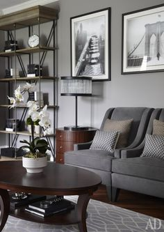 AD magazine. House in Toronto, Canada. Family room in grey.