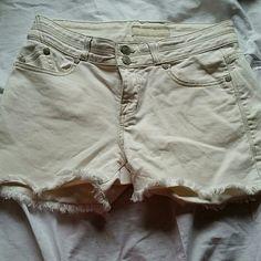 "SALE!!! Rock & Republic White Jean Shorts Great condition. Zipper and two button closure. Approximately 3"" inseam. Rock & Republic Shorts Jean Shorts"