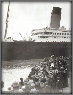 "Titanic"" The start of her maiden voyage. Rms Titanic, Titanic Real, Titanic Photos, Titanic History, Titanic Ship, Belfast, Titanic Underwater, Titanic Artifacts, Liverpool"