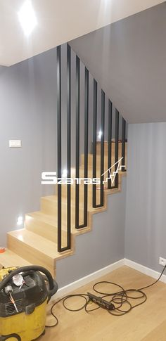Metal Stairs, Modern Stairs, House Stairs, Carpet Stairs, Staircase Railings, Stairways, Home Stairs Design, House Design, Casa Patio