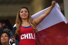 Las más bellas de la Copa América CentenarioLa belleza chilena también estuvo en las tribunas Copa Centenario, Copa America Centenario, Football Girls, Soccer World, I Want To Know, Fifa, World Cup, Fangirl, Curvy
