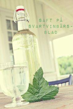 It's a house: Saft på svartvinbärsblad