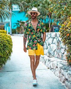 Para completar seu look praiano, apostem no chapéu Panamá que está super em alta. Vejam mais dicas de como usar este acessório masculino de verão no blog Marco da Moda - Foto: Eric Wertz