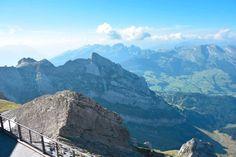 Im Montafon gibt's doch schon genug Berge, oder? Stimmt. Auch die schönsten der Welt, völlig klar. ABER es gibt noch Berge, die man trotzdem gesehen haben muss. Dazu gehört der Säntis im Appenzellerland, der vom Montafon in 1,5h mit dem Auto locker erreichbar ist. Achtet auf gutes Wetter, egal, ob im Sommer oder im Winter, denn sonst lohnt der Ausflug und die nicht gerade günstige Bergfahrt nicht.   #Gutwettertipps Mount Everest, Mountains, Nature, Travel, Don't Care, Weather, Summer Recipes, Nice Asses, Naturaleza