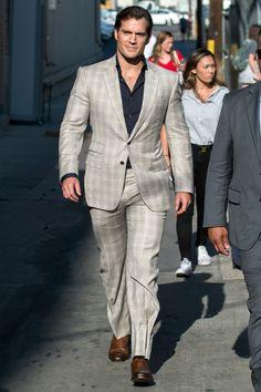 Henry Cavill at 'Jimmy Kimmel Live' in Los Angeles. Superman Henry Cavill, Best Dressed Man, Stylish Mens Outfits, Models, Gorgeous Men, Sexy Men, Gentleman, Men Dress, Nice Dresses