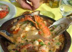 Deliciosa Paila Marina, cocina chilena Chilean Recipes, Chilean Food, Ceviche, Seafood Recipes, Salmon, Keto, Fish, Meals, Chicken