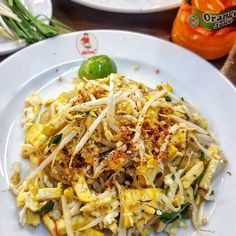 We had plenty of Pad Thai during our trip in #Thailand! This may have been our Favorite Version though! Pics of the tasty #PadThai at @thipsamaipadthai are on the Blog! -- Link in Bio -- #Noodles #Egg #Scallions #Veggies #ChiliPowder #Lime #Thai #Food #Foodie #Instafood #FoodPorn #Foodstagram #ThipSamai #Bangkok #Thailand #Travel #Restaurants #FoodBlog #DesiredTastes