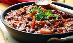 Chilli con Carne a la Jamie Oliver Beef Bean Chili Recipe, No Bean Chili, Chili Recipes, Bean Chilli, Meat Recipes, Recipies, Easy Cooking, Cooking Recipes, Healthy Recipes