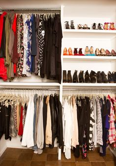Looking for some fresh ideas to remodel your closet? Visit our gallery of leading luxury walk in closet design ideas and pictures. Best Closet Organization, Closet Storage, Organization Hacks, Clothing Organization, Organizing Tips, Master Closet, Closet Bedroom, Closet Space, Organizar Closets