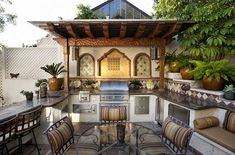 Backyard Mediterranean Style Outdoor Space With A Beautiful Kitchen Backyard with an Outdoor Kitchen Mediterranean Style for Modern House Outdoor Kitchen Plans, Outdoor Kitchen Countertops, Backyard Kitchen, Outdoor Kitchen Design, Outdoor Dining, Outdoor Spaces, Outdoor Decor, Outdoor Kitchens, Dining Area