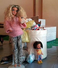 """In Barbie came with a booklet titled """"how to lose weight"""" that taught girls to NOT eat. It also came with a scale that was set permanently at 110 lbs. Barbie Funny, Bad Barbie, Barbie Life, Barbie World, Barbie And Ken, Barbie Humor, White Trash Party, Dumpster Diving, Hello Dolly"""