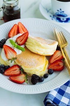 The fluffiest pancakes in the world are these Japanese Souffle Pancakes! Make th… The fluffiest pancakes in the world are these Japanese Souffle Pancakes! Make these for your next brunch at home and serve with fresh berries and whipped cream. Breakfast And Brunch, Breakfast Pancakes, Breakfast Ideas, Brunch Ideas, Brunch Food, Breakfast Casserole, Breakfast Souffle, Breakfast Cheesecake, Cheesecake Pancakes