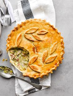 Save time by using shop-bought pastry to make this cosy classic, filled with thick-cut ham, leeks, chicken thigh fillets and a creamy white sauce. Leftover Chicken Pie, Chicken And Ham Pie, Savoury Dishes, Tasty Dishes, Savoury Recipes, Pie Crumble, Pie Recipes, Chicken Recipes, Roast Dinner
