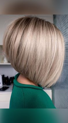 Short Stacked Bob Haircuts, Stacked Bob Hairstyles, Blonde Bob Hairstyles, Short Hair Cuts, Short Hair Styles, Short Stacked Bobs, Short Inverted Bob, Inverted Bob With Layers, Blonde Bob Haircut