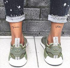 """Tatuaje doble en la pierna """"pura vida"""""""
