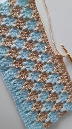 Poncho Crochet, Crochet Stitches For Blankets, Crochet Stitches Free, Crochet Square Patterns, Crochet Basics, Crochet Motif, Baby Knitting Patterns, Stitch Patterns, Knitting Ideas