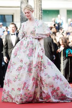 Day Elle Fanning Cannes 2019 in Valentino Party Fashion, Fashion Outfits, Dakota And Elle Fanning, Ginger Girls, Kendall Jenner Outfits, Victoria Dress, Red Carpet Looks, Red Carpet Dresses, Cannes Film Festival