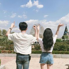 Uploaded by 노을 ☾. Find images and videos about love, boy and couple on We Heart It - the app to get lost in what you love. Mode Ulzzang, Korean Ulzzang, Ulzzang Girl, Cute Couples Goals, Couple Goals, Cute Couple Pictures, Couple Photos, Parejas Goals Tumblr, Korean Best Friends