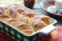 IlTutmanikè un lievitato tipico bulgaro, una sorta di pan brioche salato allo yogurt con farcitura di burro e formaggio, di solito viene preparato per le feste,può essere mangiato per merenda o come pane di accompagnamento del pranzo.