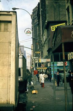 1975 NYC: 6th Avenue and West 31st Street #truenewyork #lovenyc